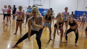 Lauren Froderman, SYTYCD winner will teach Contemporary Dance classes at National Dance Day.
